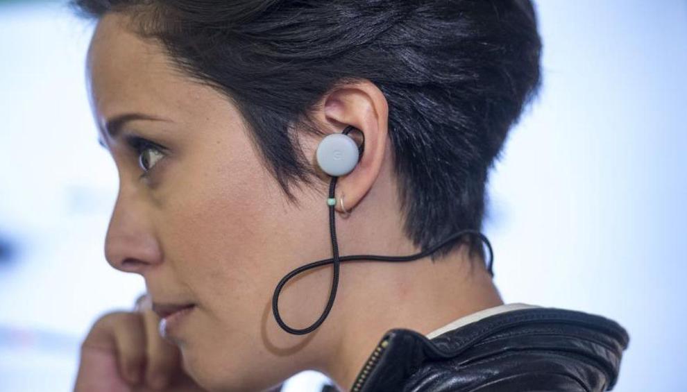 Auriculares traductores de idiomas de forma simultánea
